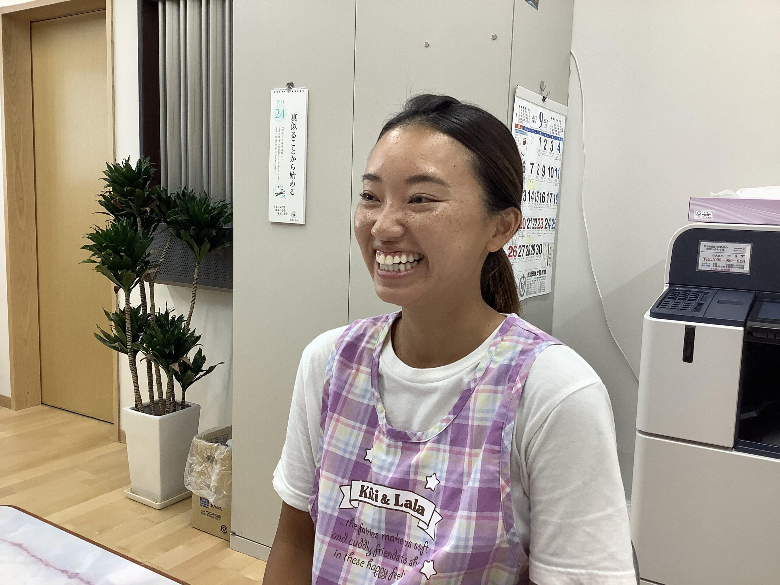 ひがしの大空保育園(沖縄県うるま市)穴水彩夏先生 25歳